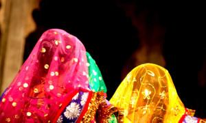 women-in-veil_1434455961