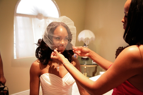 african-american-bride-white-sweetheart-neckline-dress-waterfall-veil
